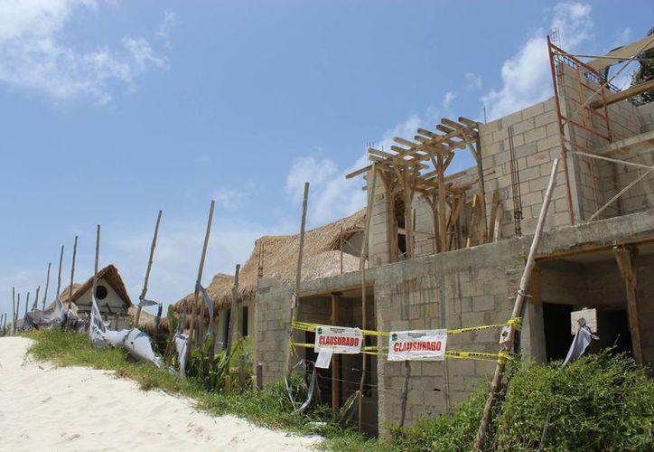 Los prestadores de servicios turísticos como los náuticos que operan en Playa Pescadores, la autoridad se ve anulada porque la obra del hotel. (Sara Cauich/SIPSE)