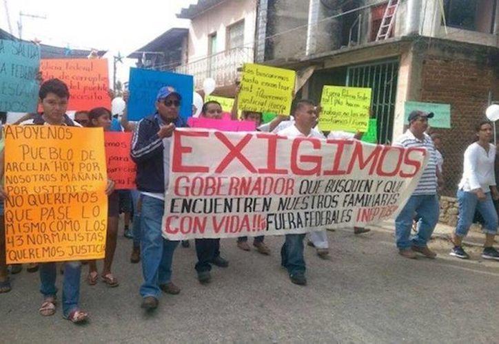 Habitantes de Arcelia exigen la aparición de sus familiares 'secuestrados' en Guerrero. (Foto tomada de Sin embargo/Israel Flores, El Sur)