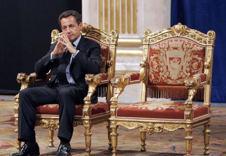 Además de Nicolas Sarkozy, también serán juzgadas otras 13 personas, entre ellas altos responsables de su partido. (AP/Christophe Ena)