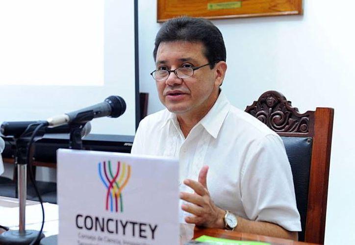 Tomás González Estrada, director del Consejo de Ciencia, innovación y Tecnología del Estado de Yucatán, subrayó que la matrícula del programa  Formación Temprana de Científicos pasó de 25 niños por año, a una población que ya supera los 320 participantes. (SIPSE)