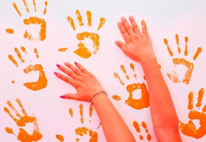 Durante la campaña que emprende el DIF, los trabajadores de la dependencia portarán algo color naranja, alusivo al día. (Cortesía)