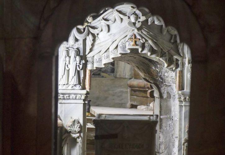 Vista de los trabajos arqueológicos en la considerada tumba de Jesucristo en la iglesia del Santo Sepulcro, en Jerusalén, Israel, el 28 de octubre de 2016. (EFE)