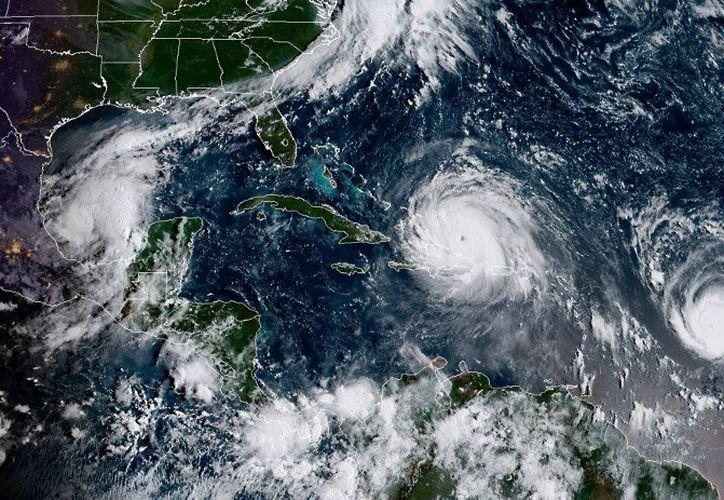 José se formó en el Atlántico, al este del huracán Irma, una tormenta potente y peligrosa.  (Contexto)