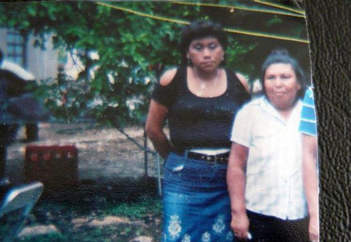 Las mujeres que presuntamente defraudan incautos, en la colonia Emiliano Zapata Sur II. (Cuauhtémoc Moreno/SIPSE)