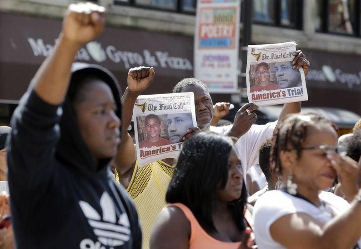 Miles de afroamericanos protestan en todo EU por la resolución. (Agencias)