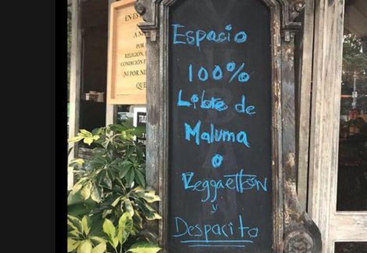 El particular anuncio del restaurante, está atrayendo más personas a conocer sus instalaciones. (Foto: Facebook).