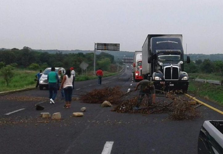 Michoacán, Guerrero, Oaxaca, Chiapas y la Ciudad de México se han visto afectados por los bloqueos de la CNTE. (Diana Manzo/jornada.unam.mx)