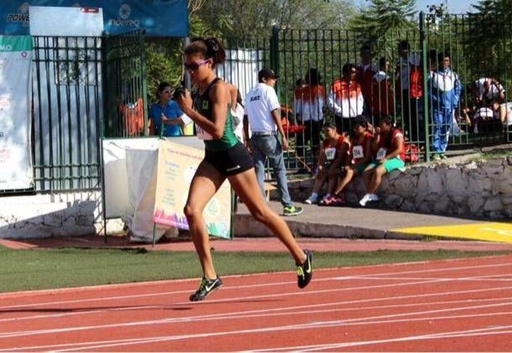 Carla Osorio (foto), quien contribuyó al gran éxito de Yucatán en la Paralimpiada de Querétaro, se prepara para presentarse con éxito en los Parapanamericanos de Toronto, en agosto. (SIPSE)