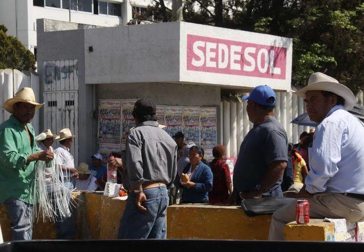 La Sedesol dio a conocer la erogación de 124 millones de pesos por medio de las delegaciones de la dependencia y los 186 millones restantes a nivel central. (Archivo/Notimex)