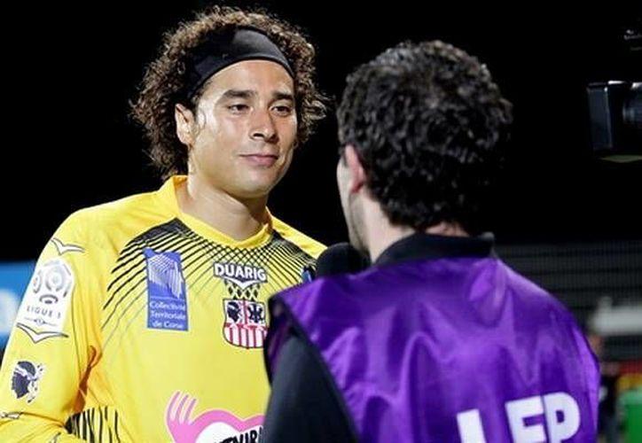 Ochoa fue techado por un balonazo, que le quedó al danés Daniel Wass para anotar. (www.mediotiempo.com/Foto de archivo)