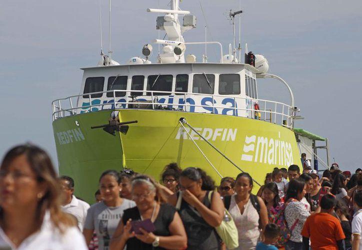 Marinsa inició operaciones comerciales, después de una semana de pruebas de atraque. (Jesús Tijerina/SIPSE)