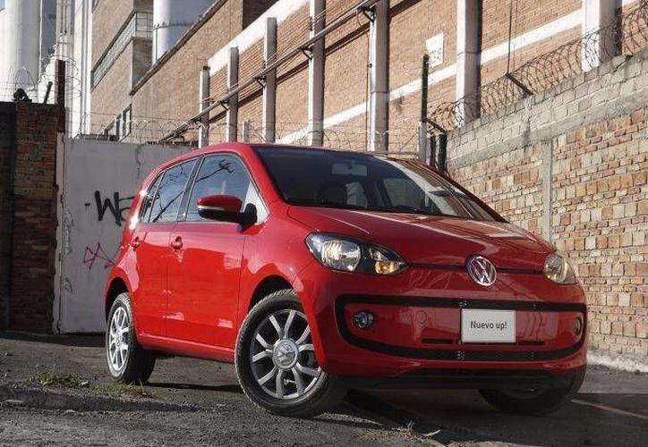 El Volkswagen Up! es el único automóvil en México que se puede encontrar aun en versiones tope de gama por menos de 200 mil pesos. (Dinero en Imagen)