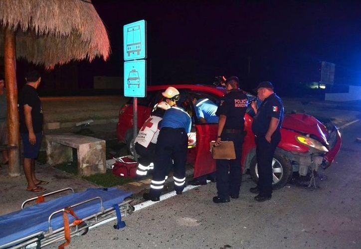 El conductor sufrió traumatismo craneoencefálico y fue trasladado de urgencia a un hospital. (Redacción/SIPSE)