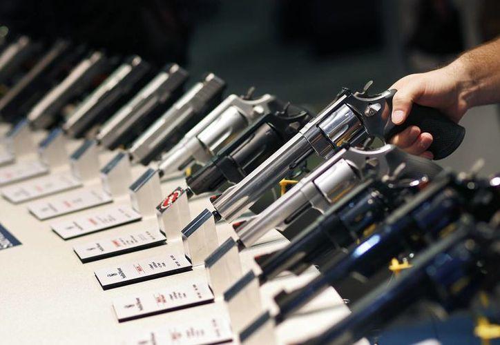El operativo 'Rápido y Furioso' consistió en filtrar armas de alto poder a México para rastrear a delincuentes. Este martes, una jueza pidió a Obama entregar la documentación completa sobre este plan. (AP)