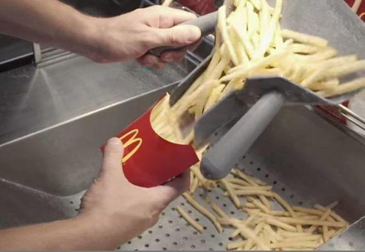 McDonald's utiliza varios productos químicos que realizan diferentes funciones para la preparación de las papas fritas. (YouTube)