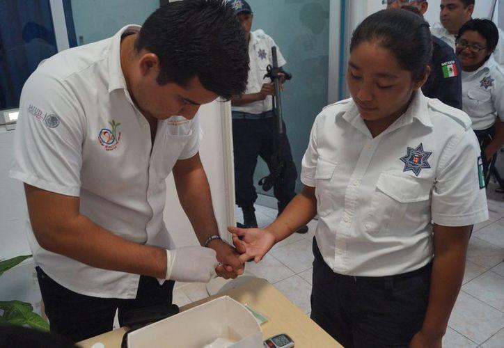 La Jurisdicción Sanitaria número uno, indicó que el módulo de servicio médico repartió trípticos entre el personal. (Joel Zamora/SIPSE)