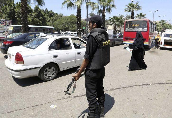 Un soldado egipcio monta guardia en El Cairo, Egipto. (Archivo/EFE)