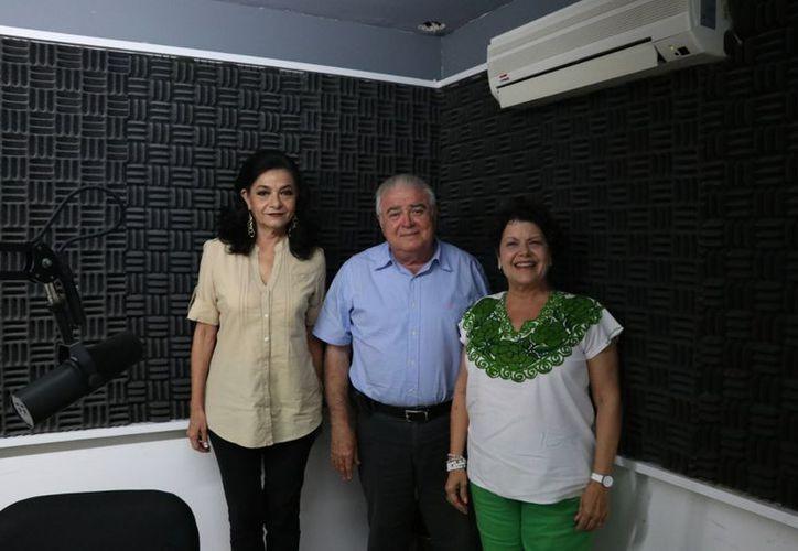 Marilis Escalante, el Dr. Roberto Díaz y Alis García. (Daniel Sandoval/Milenio Novedades)