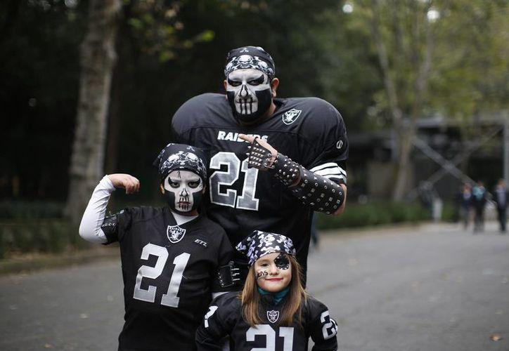 Muchos aficionados visitaron desde este sábado el Fan Fest NFL en el Bosque de Chapultepec en la Ciudad de México. (AP)