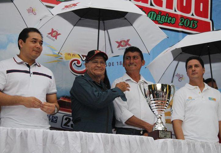 Mario Rendón tomó el micrófono y dedicó unas palabras para todas las personas involucradas en la realización de esta competencia. (Miguel Maldonado/SIPSE)