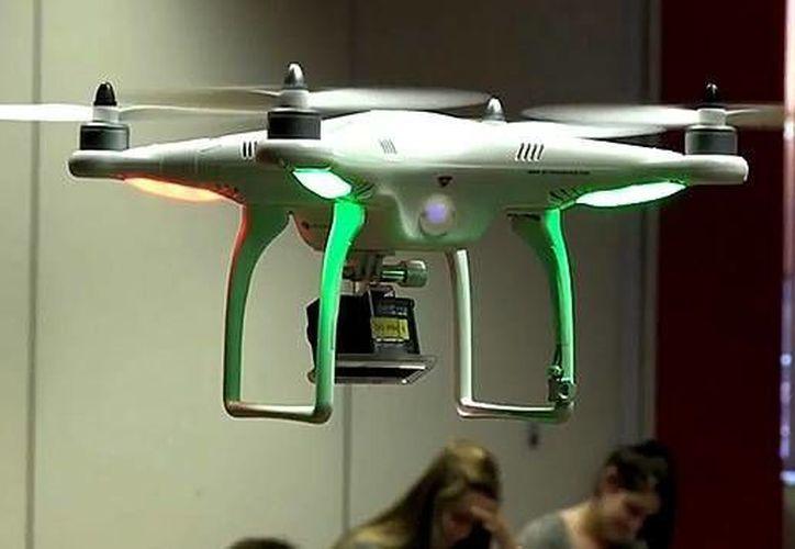 Los autores del pequeño aparato no tripulado creen que su invención espera un futuro muy prometedor en el área educativa. (actualidad.rt.com)