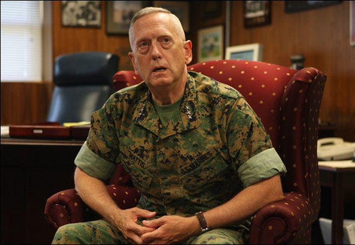 Un coche bomba explotó cerca de una base operada por Estados Unidos, en Afaganistán, justo cuando llegó el secretario estadunidense de Defensa, James Mattis.  (iBankCoin)