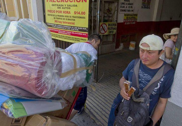 De acuerdo con reportes del Inegi, crece en México el empleo informal, que se concentra principalmente en las ciudades. (Notimex)