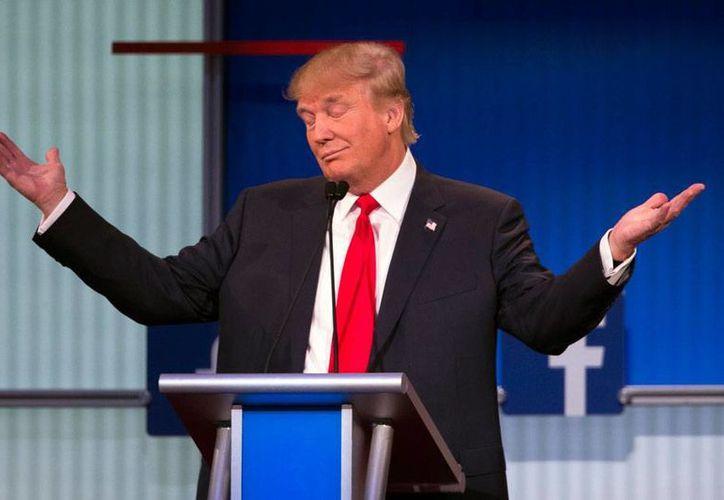 El precandidato republicado a la presidencia de EU, Donald Trump, sufrió un revés político cuando un grupo conservador, donde tiene el partido sus votos 'duros', lo vetó porque Trump ofendió a una presentadora de TV. La imagen está utilizada solo con fines ilustrativos. (AP)