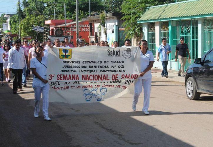 Familias y autoridades participaron en el recorrido. (Raúl Balam/SIPSE)