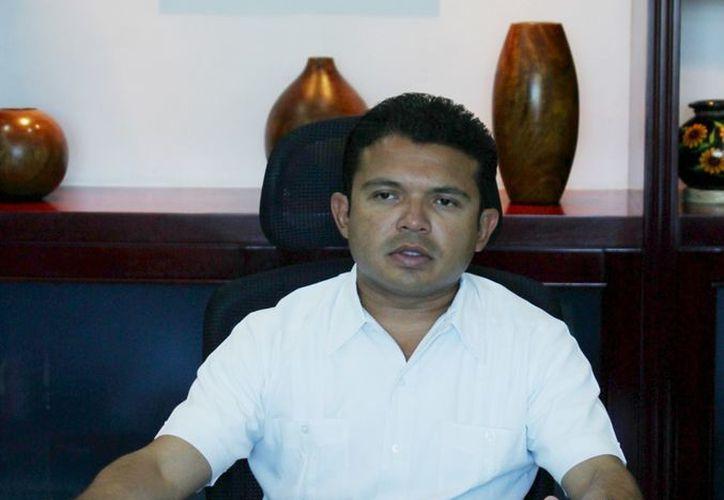 El alcalde dijo que no se permitirán más holgazanes en el Ayuntamiento. (Lanrry Parra/SIPSE)