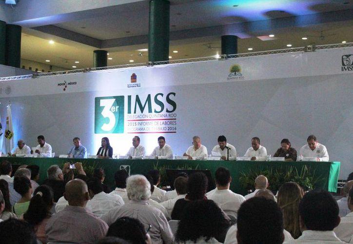 El delegado del IMSS en Q. Roo dio ayer en Playa del Carmen su tercer informe de actividades. (Octavio Martínez/SIPSE)