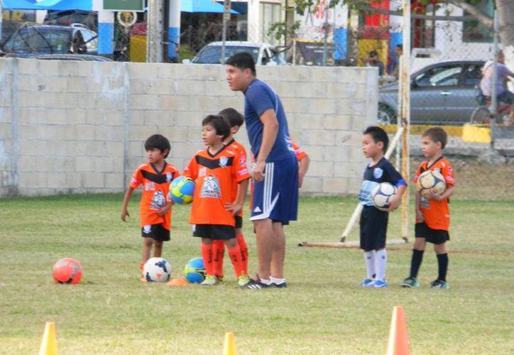 La escuadra trabaja duro durante los entrenamientos. (Ángel Mazariego/SIPSE)
