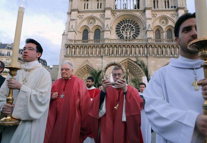 Francia Exhiben En Paris La Corona De Espinas Que Se Cree Utilizo