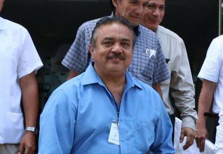 Luego de 21 horas al hilo, Luis María Aguilar Castillo fue electo como secretario general de la sección 57 del SNTE. En la foto, las negociaciones. (José Acosta/Milenio Novedades)