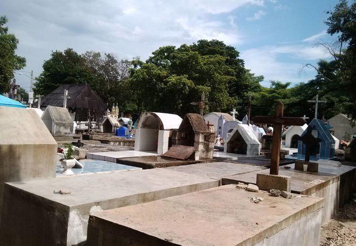 El cementerio ya quedó rodeado de sectores habitacionales. (Rossy López/SIPSE)