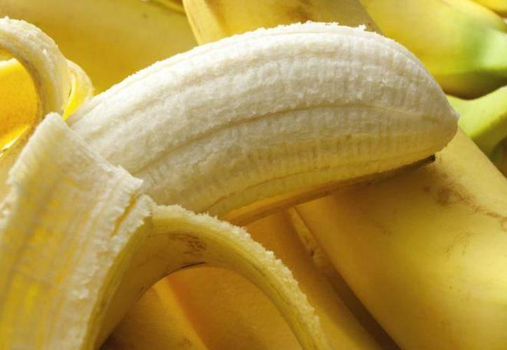 Un plátano mediano contiene 27 gramos de carbohidratos. (Contexto/Internet)