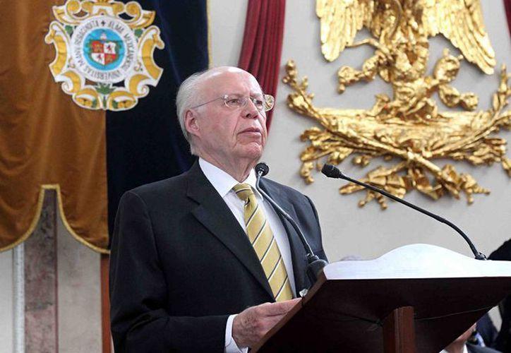 José Narro dijo que se buscará que los maestros de la UNAM inculquen los valores que permiten la convivencia civilizada. (Notimex)