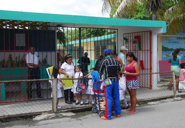 En más de 100 escuelas públicas de preescolar ya iniciaron con los preparativos para los festivales. (Tomás Álvarez/SIPSE)