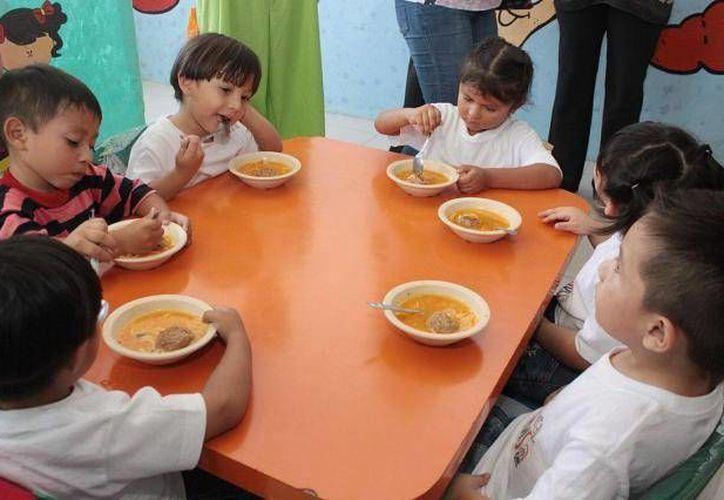 Son mil 104 niños los que cursan actualmente este nivel y cada uno representa un costo mayor a los 3 mil pesos mensuales. (Archivo/SIPSE)