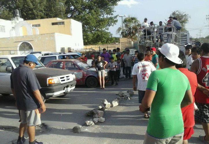 Los 'palqueros' fueron citados por la FGE para que retiraran sus cosas, ya que la fiesta a la Virgen de las Ampollas se canceló por el asesinato de un joven. (Martín González/SIPSE)