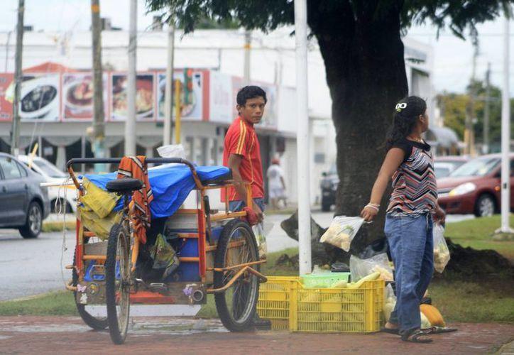 La Secretaría Estatal del Trabajo reporta haber entregado en 2013, mil 595 permisos laborales para menores de edad. (Harold Alcocer/SIPSE)