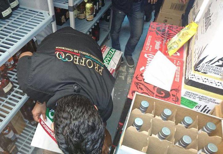 El personal ha visitado restaurantes, entre otros establecimientos. (Luis Soto/SIPSE)