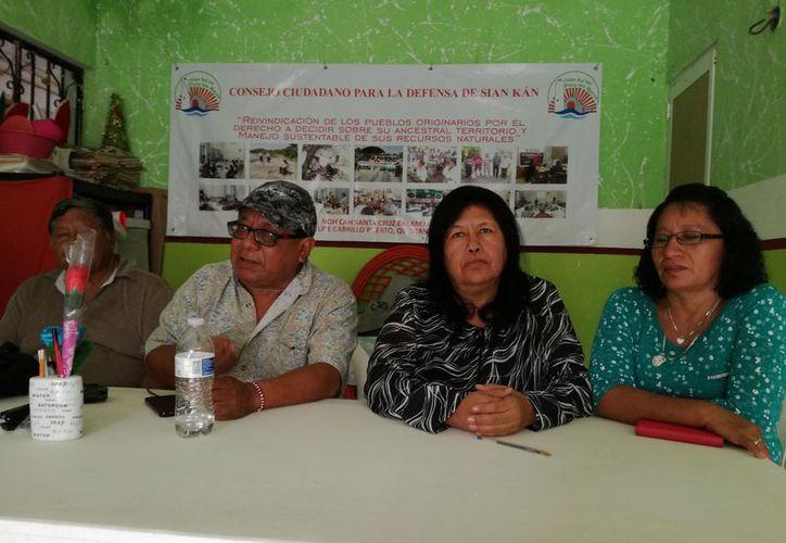 Integrantes del Consejo de la Defensa de Sian Ka'an dieron  conocer al importancia de los legisladores. (Jesús Caamal/SIPSE)
