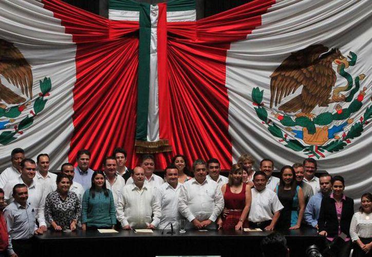 Integrantes del Concejo Municipal rindieron protesta ante el Congreso del Estado. (Benjamín Pat/SIPSE)