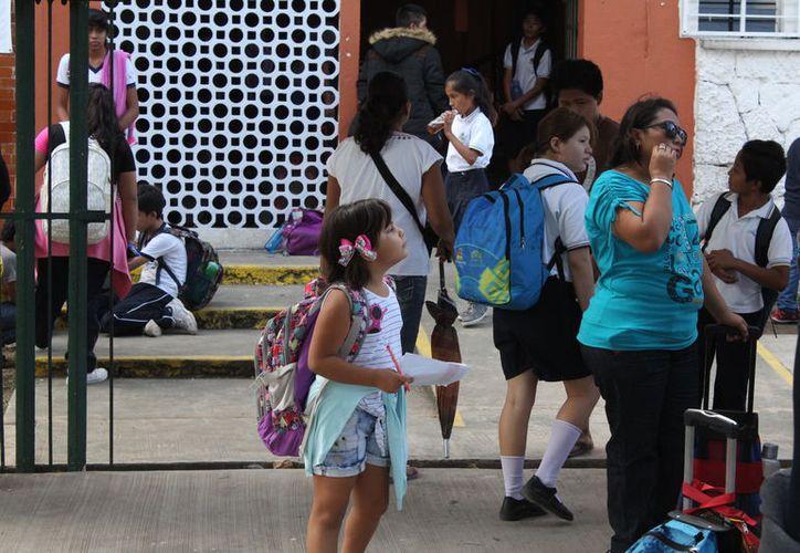 Se pretende que las autoridades educativas autoricen el cambio de horario, para mayor seguridad de los alumnos. (Joel Zamora/SIPSE)