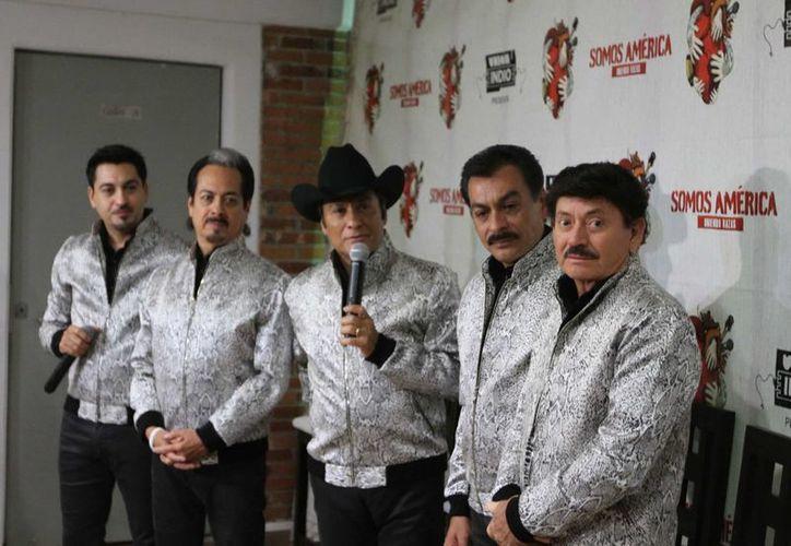 Los Tigres del Norte relanzan su disco 'A ti madrecita', con nuevos temas. (Foto de archivo de Notimex)