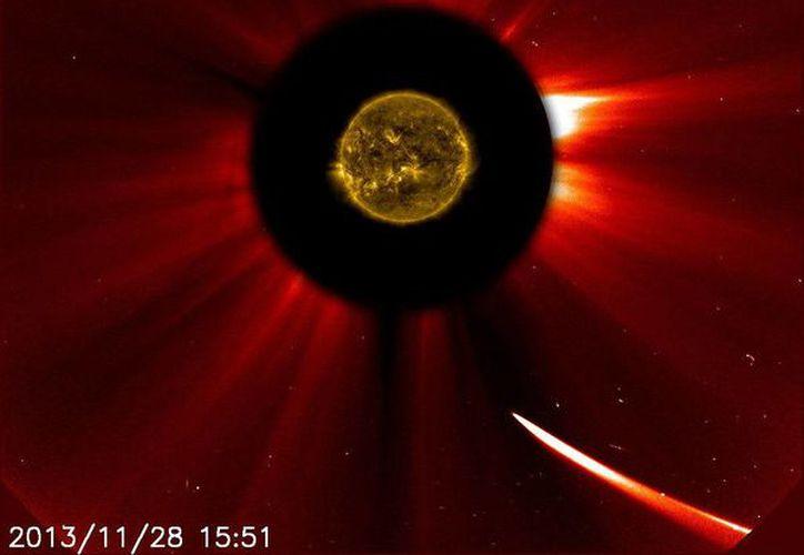 La NASA cree que el núcleo del cometa ISON ha sobrevivido al encuentro con el Sol. (EFE)