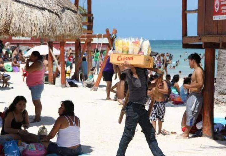 Aumenta el ambulantaje en Cancún pero de extranjeros. (SIPSE)