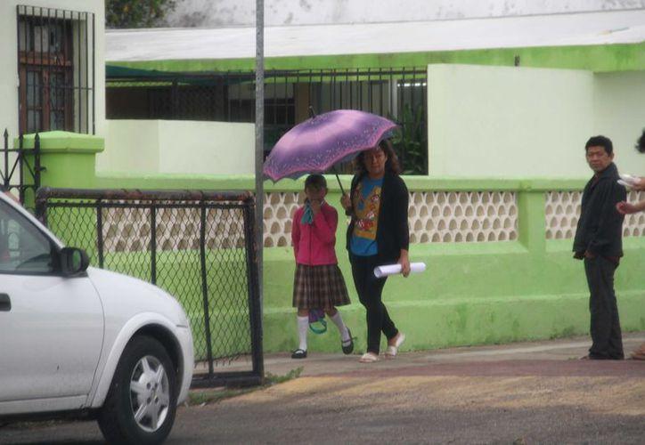 Las clases no se suspendieron, pues se impartieron actividades con los que asistieron, la ausencia de alumnos fue notorio por el ingreso del frente frío.(Foto: Jorge Acosta/ Milenio Novedades)