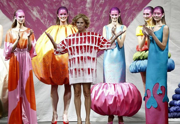 La diseñadora Agatha Ruiz de la Prada al término de la presentación de su colección primavera-verano 2014. (EFE/Archivo)